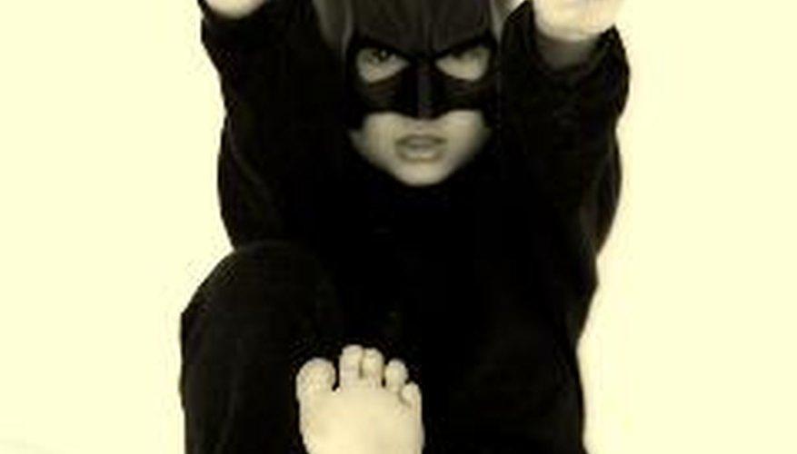 Te enseñamos a crear una máscara de Batman con papel