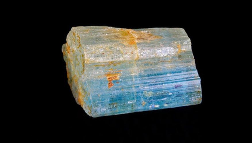 Cristal de aguamarina natural.