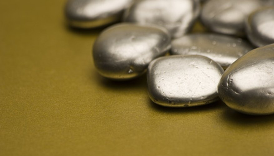 La plata es un mineral metálico.