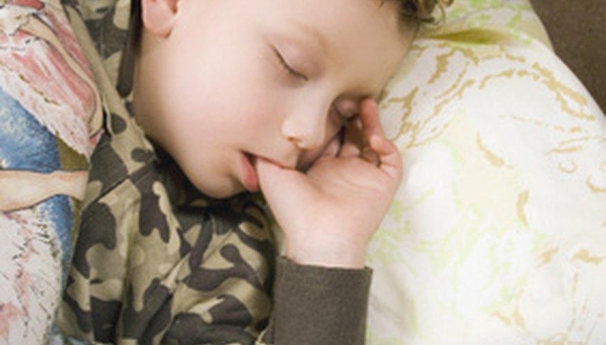 Los niños dominan el entrenamiento para usar el inodoro en la noche más tarde que las niñas.