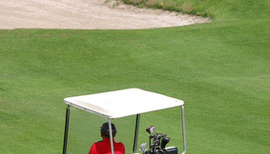 Un carrito de golf.