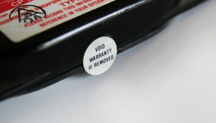 Una garantía de fábrica ayuda a los consumidores a devolver ítems que el fabricante dañó.
