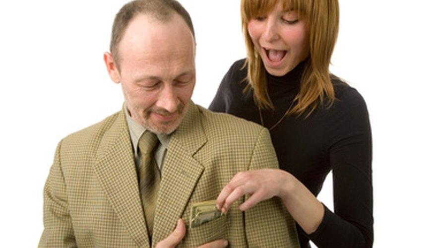 Los controles ayudan a prevenir los robos de los empleados bancarios.
