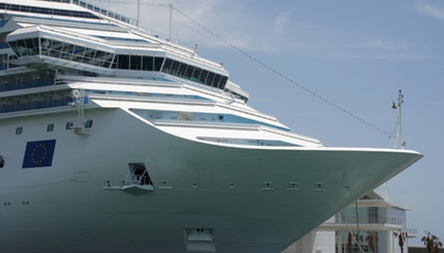 Algunos cruceros enfatizan las actividades orientadas a los adultos.