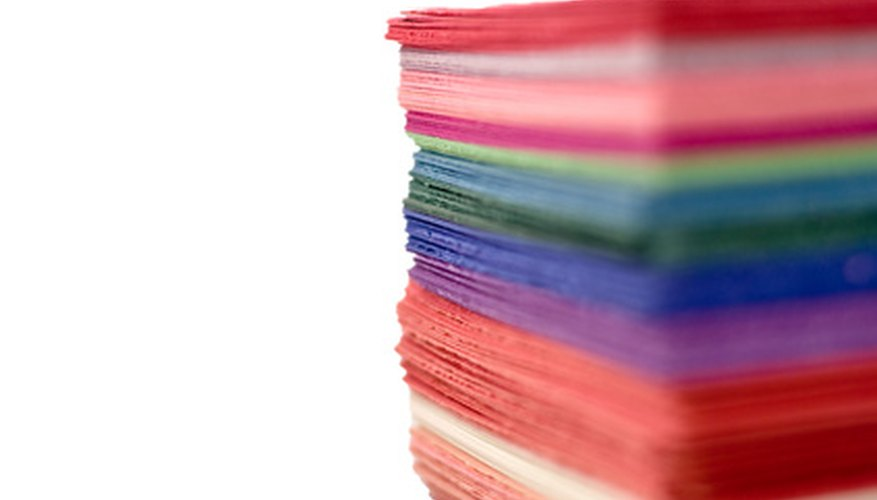 El papel cartulina está disponible en muchos colores y texturas.
