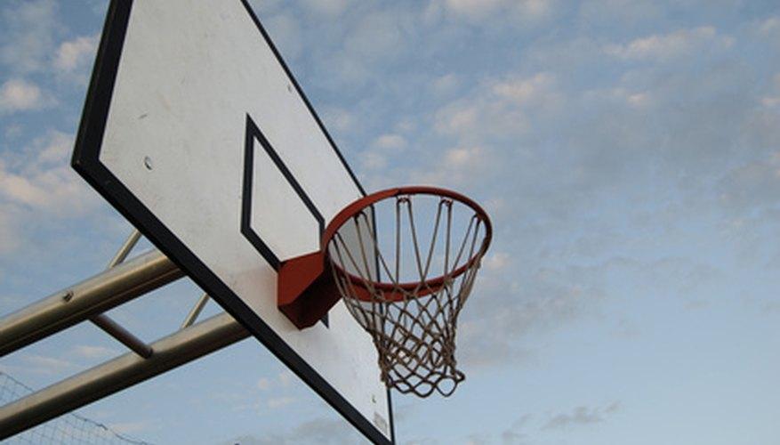 Cómo construir un tablero de baloncesto de tamaño reglamentario.