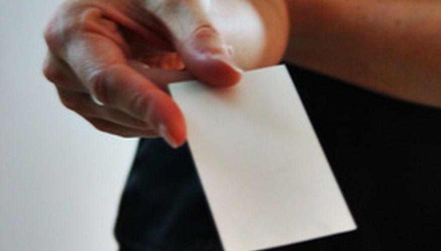 Piensa en un nombre comercial con el que te sientas orgulloso para colocarlo en tu tarjeta.