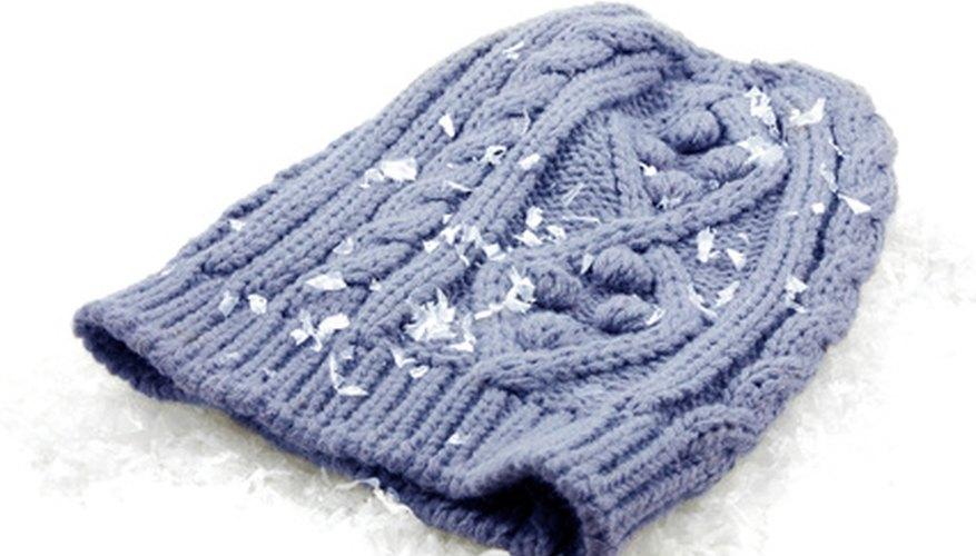 Una vez que aprendas a tejer un gorro básico, puedes comenzar a experimentar con nuevos estilos y patrones de puntos..