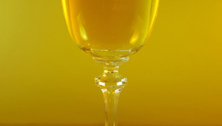 El vino de ceta chardonnay es un buen vino dorado que es una buena opción para un regalo de aniversario de boda de 50 años.