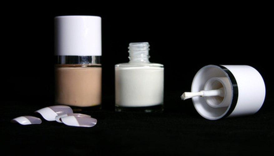 Crea tus propias uñas de líquido acrílico.