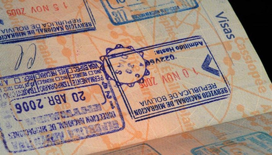 Entre otros documentos, a los dependientes económicos se les solicita su pasaporte para poder obtener una visa.