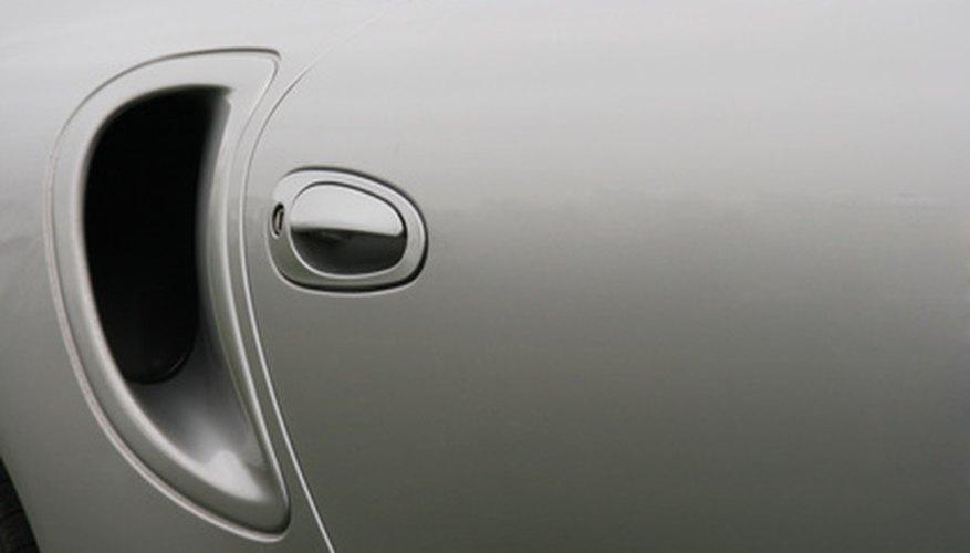Eliminación del panel de la puerta en un Hyundai Accent .