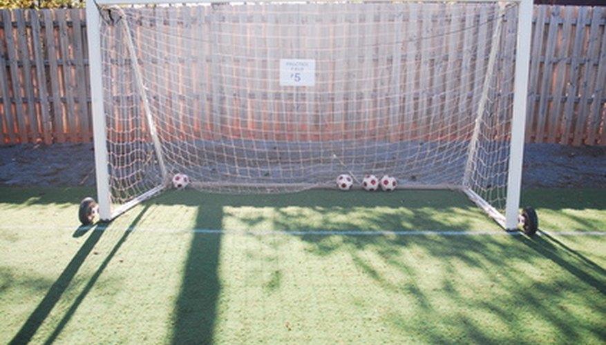 Construye tu propio arco de fútbol con tubos de PVC.