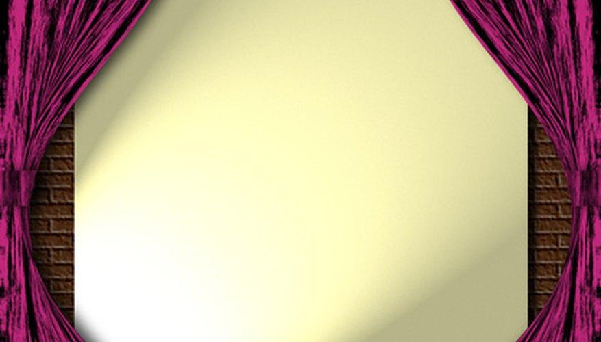 Los proyectores opacos muestran imágenes en una pantalla.