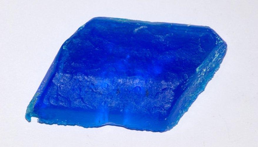 Los cristales de sulfato de cobre de gran tamaño pueden hacerse usando una semilla de cristalización.