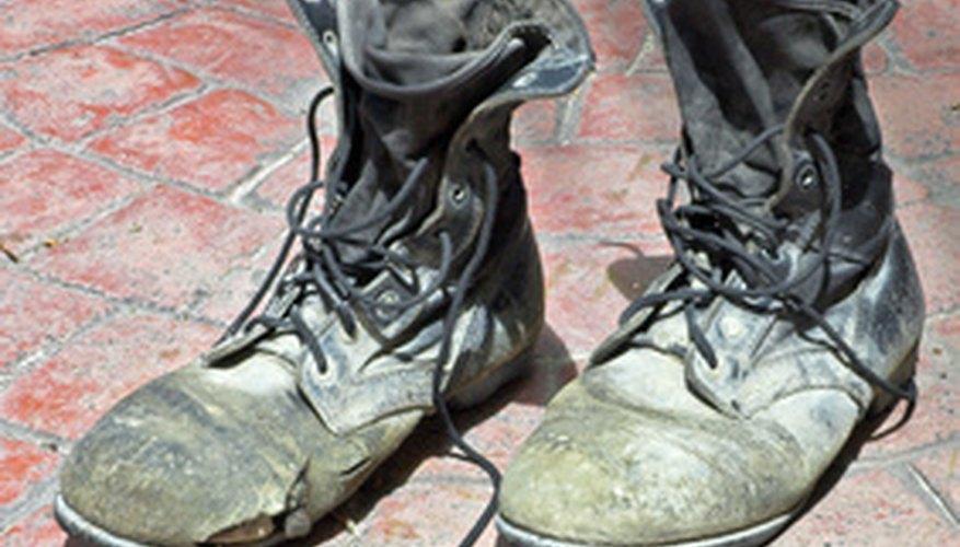 Puedes usar plantillas para hacer el espacio interior del zapato más pequeño.