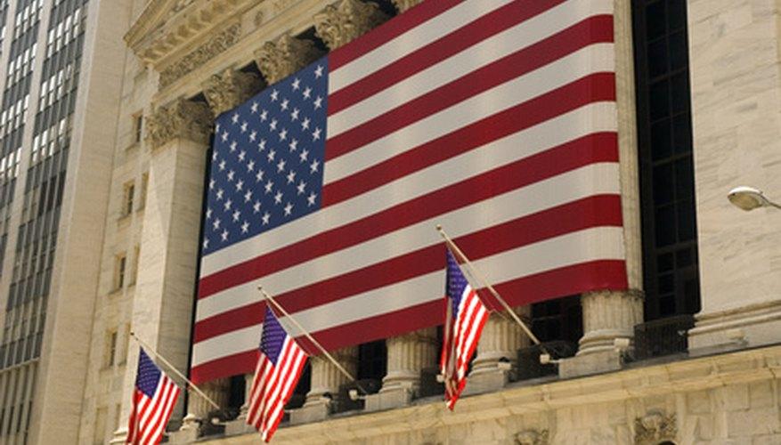 Las acciones son títulos que representan una parte de una empresa y son negociados en mercados formales como el de Mercado de Acciones de Nueva York.