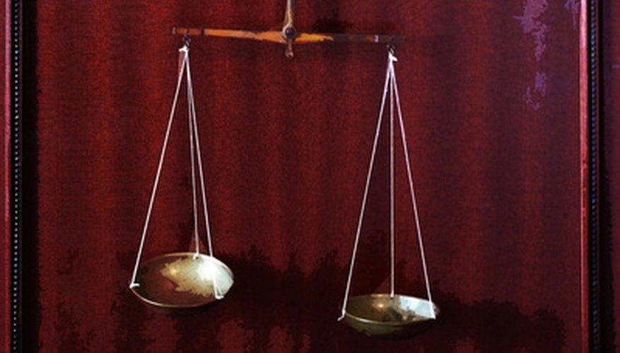 La balanza pesa los hechos de un caso.