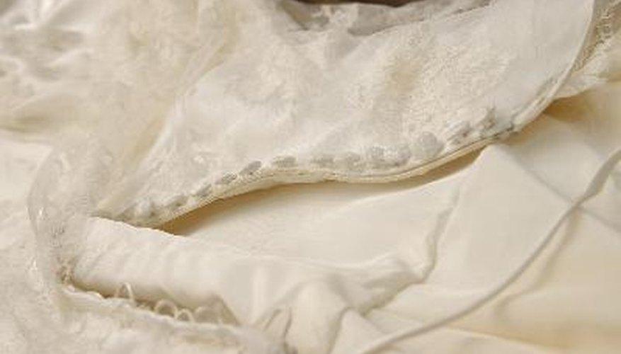 a0b6da4ba Diseñar y hacer tu propio vestido de boda puede agregarle ese toque  personal a este evento