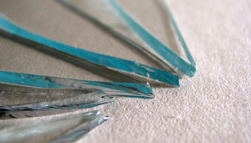 El vidrio partido es peligroso.