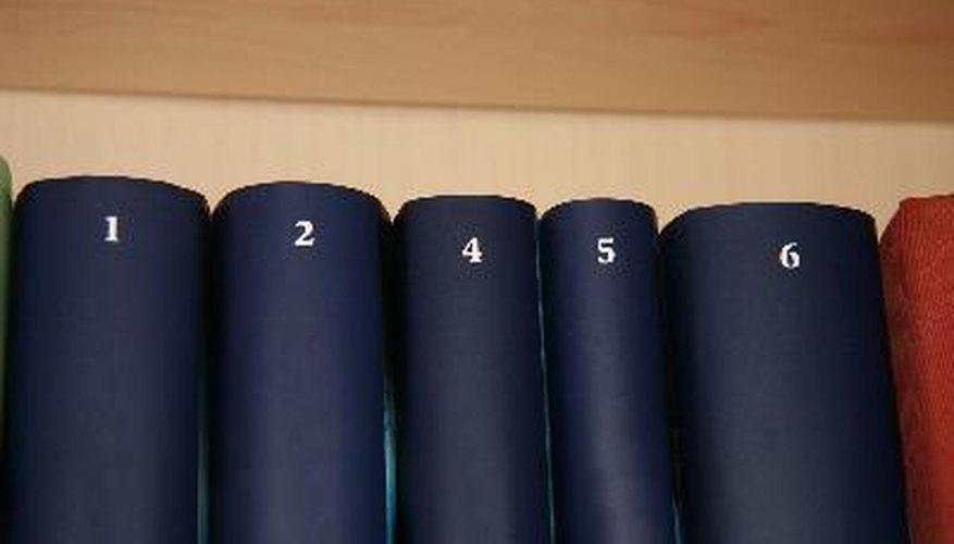 La Enciclopedia Britannica describe al ácido benzoico como un componente orgánico incoloro.
