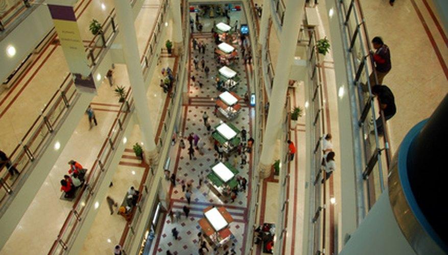 La publicidad a un centro comercial implica aumentar el tráfico de personas a pie.