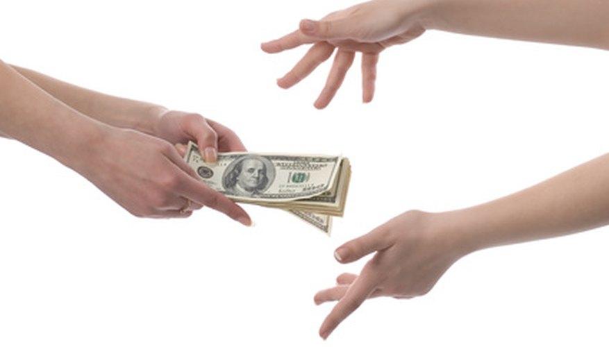 Si prestas dinero, hazlo por escrito y establece una forma de pago adecuada.