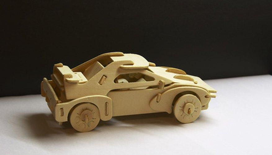 Diferentes tipos de madera se utilizan para hacer juguetes.