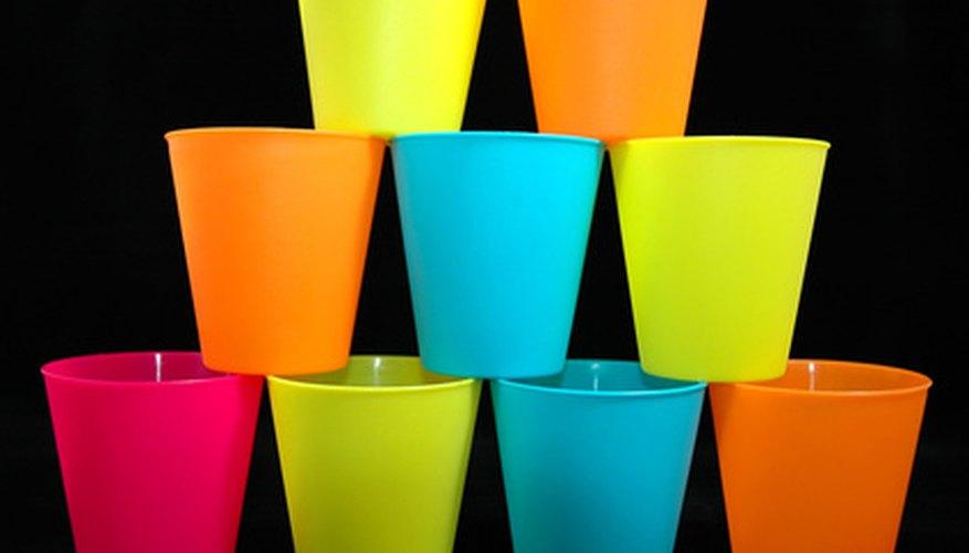 Existe diferentes formas de personalizar tus vasos de plástico.