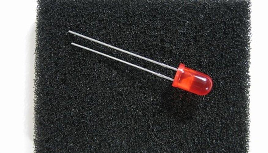 Los LED son componentes eléctricos muy sencillos que ayudan mucho en los proyectos de electrónica.