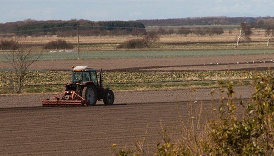Los tractores son un elemento esencial de la agricultura moderna.