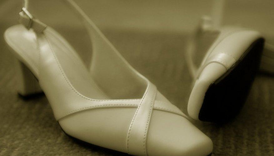 Exhibe tus zapatos de manera atractiva en tu zapatería.