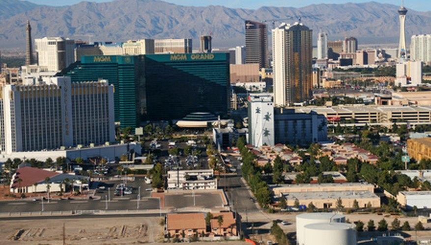 Una rueda de ruleta hecha en casa puede ser utilizada para simular un juego de ruleta, como los que se encuentran en Las Vegas.