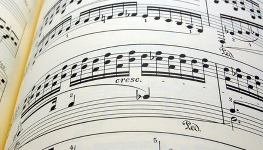 Con práctica, los pianistas intermedios pueden tocar obras de los grandes maestros.