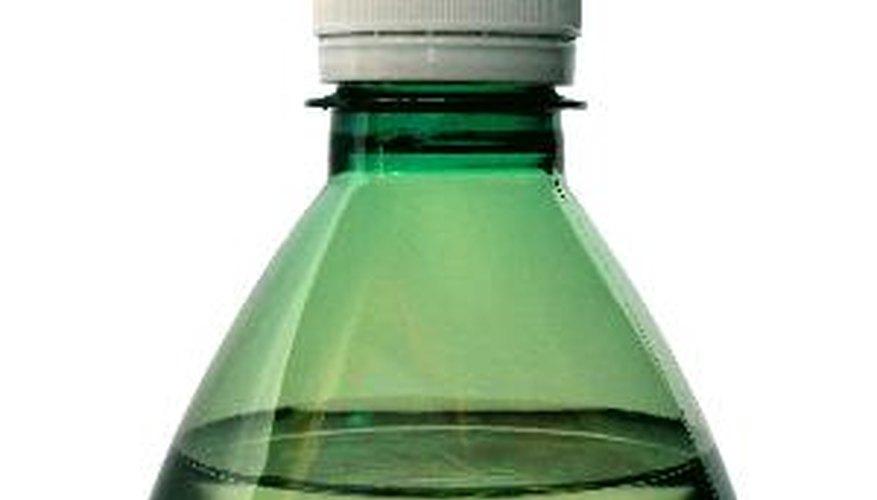 La parte inferior de una botella indica el material del que está hecha.