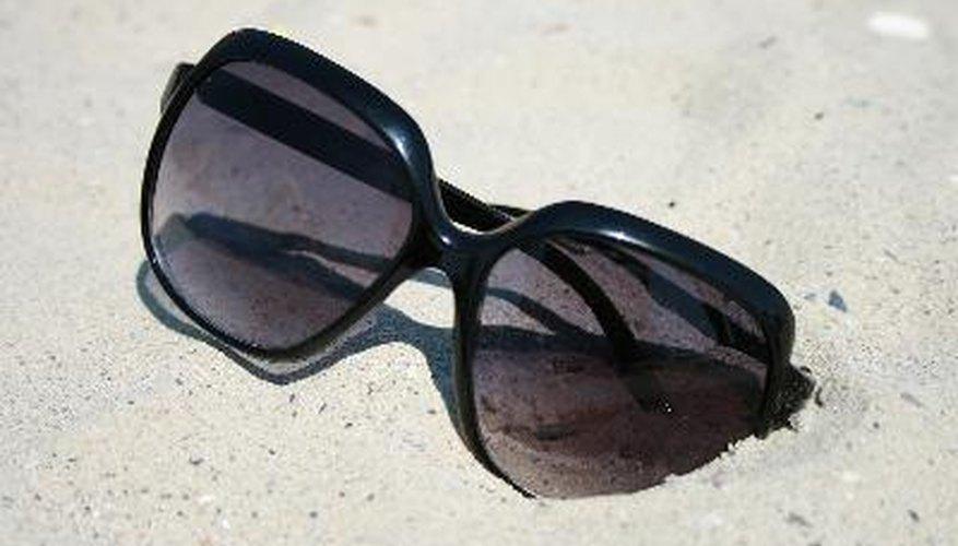Las lentes polarizadas son útiles para cualquier actividad que exija la reducción del deslumbramiento de las superficies horizontales.