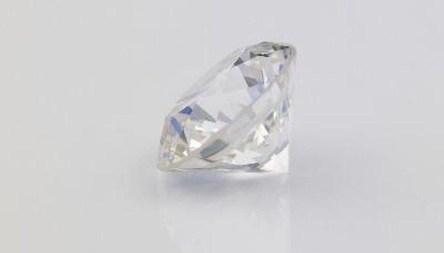 Los diamantes en bruto se clasifican de acuerdo a una variedad de características.