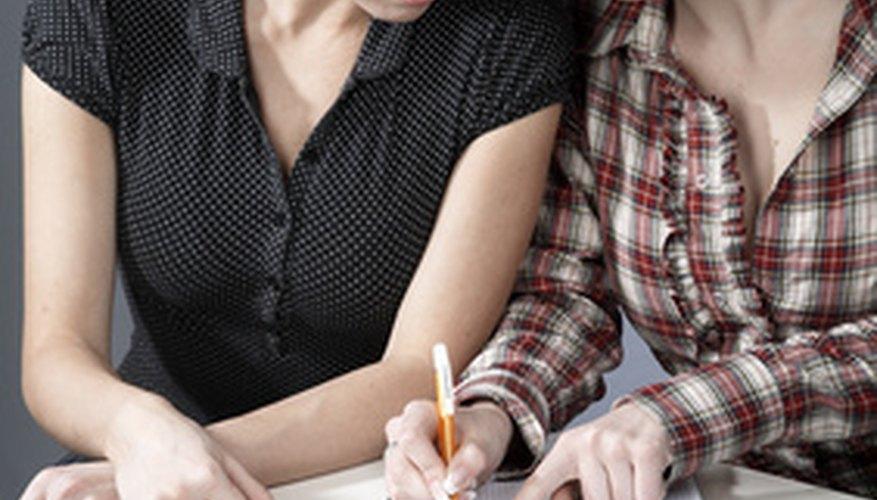 Los estudiantes aprenden inglés mejor trabajando en pareja.