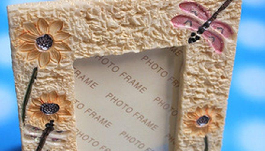 Un marco para foto decorado es un premio económico pero útil.