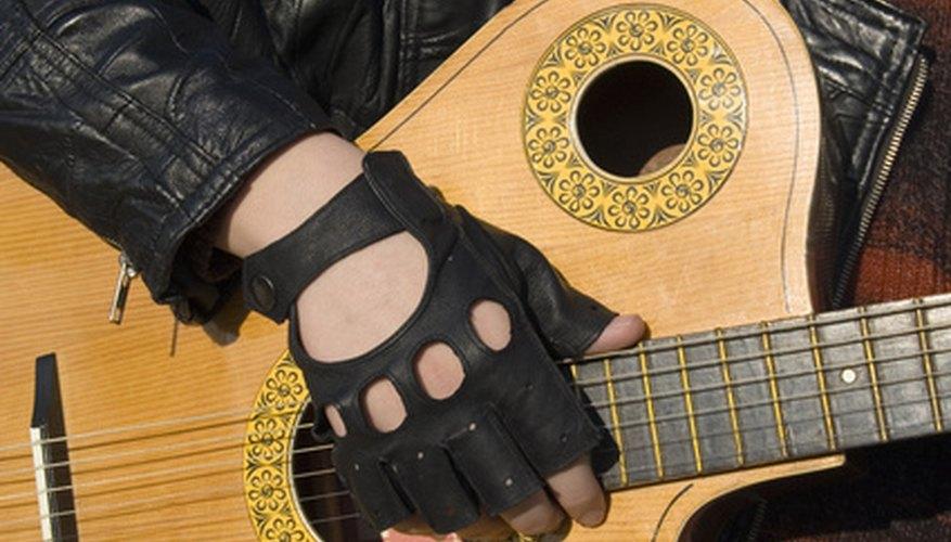 Los contratos de grabación son acuerdos obligatorios entre una disquera y un artista.