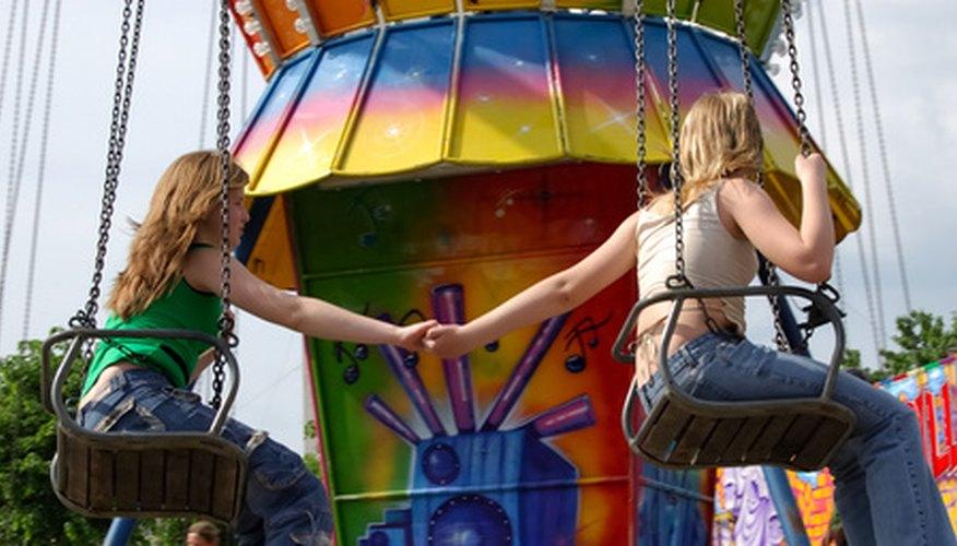Elabora un brazalete personalizado para un amigo como un símbolo de amistad entre dos personas.