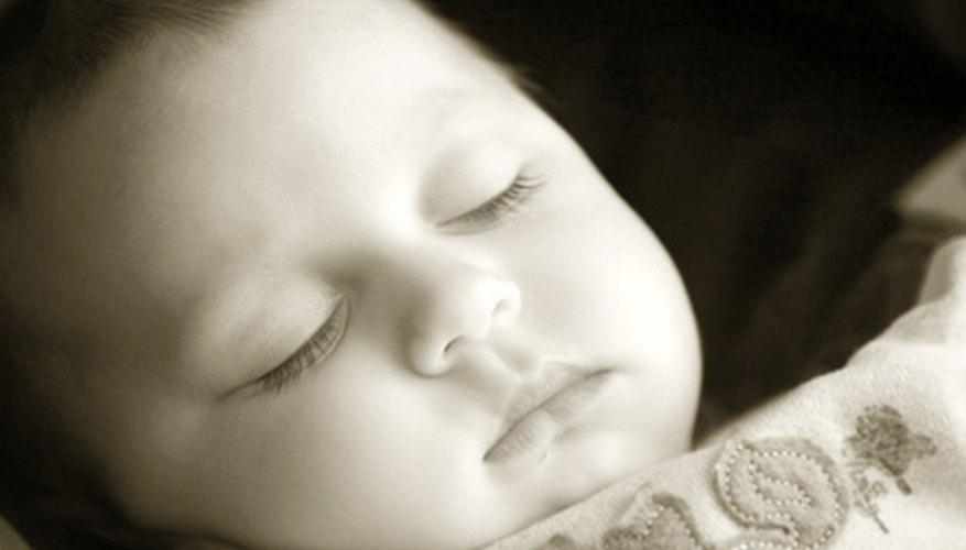 A los seis meses, los bebés por lo general requieren de dos siestas diarias.