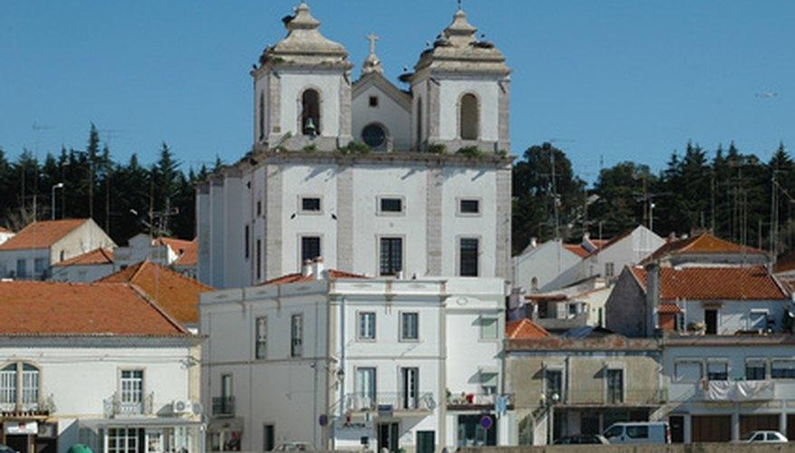 Pueblo y ciudad son dos términos diferentes que se refieren a entidades municipales distintas.