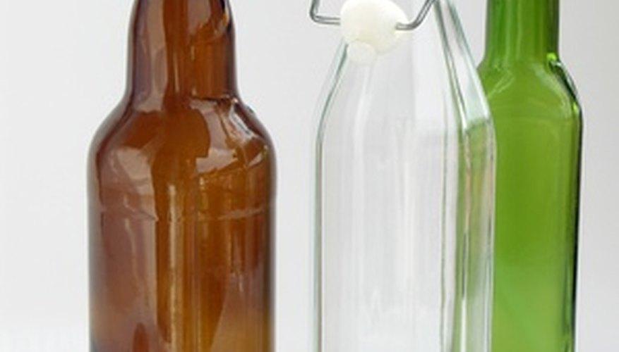 Los artesanos pueden reutilizar botellas de vidrio para obsequios con extracto de vodka.