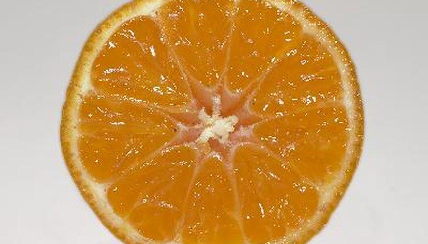 Las naranjas tienen un alto contenido de ácido cítrico.
