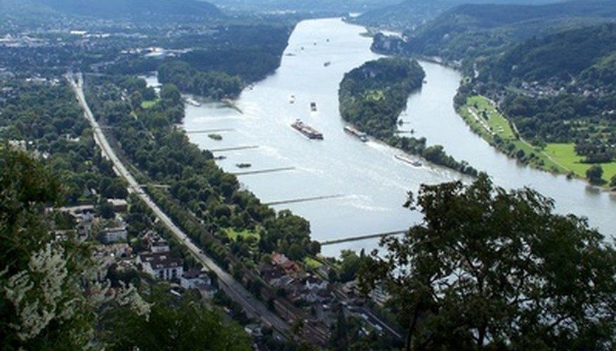 Páginas en la categoría «Afluentes del Rin de Suiza»