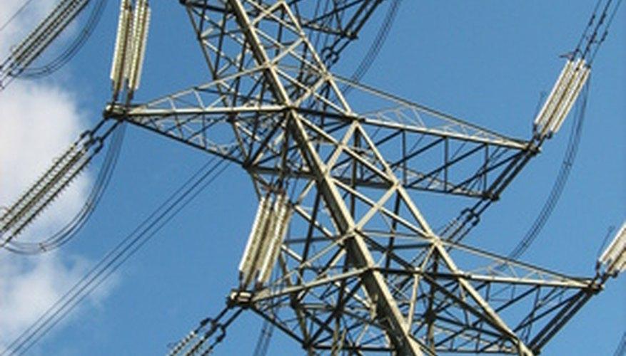 Los cables de alta tensión están muy lejos de otros objetos.