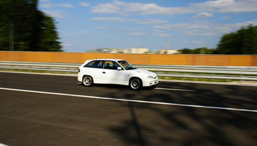 Las partes sucias, atascadas, o usadas pueden ser la causa por la que un automóvil acelere lentamente.