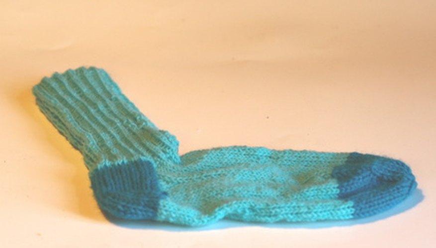 Un viejo calcetín puede transformarse en un unicornio con un poco de felpa y papel.