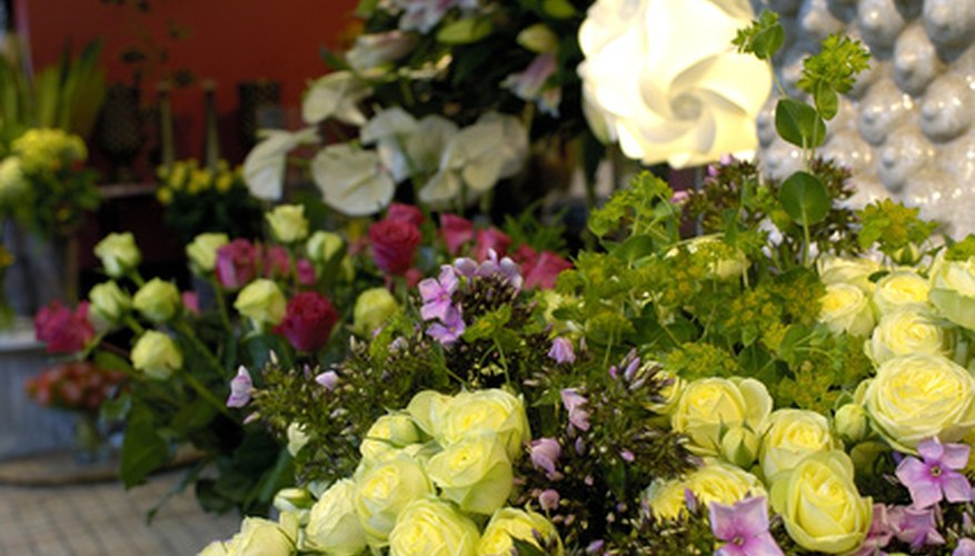 La decoración de una tienda floral es una tarea agradable y creativa.